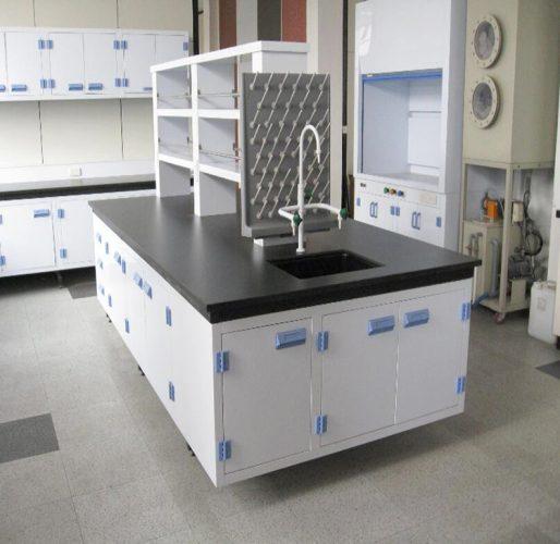 میز آزمایشگاهی